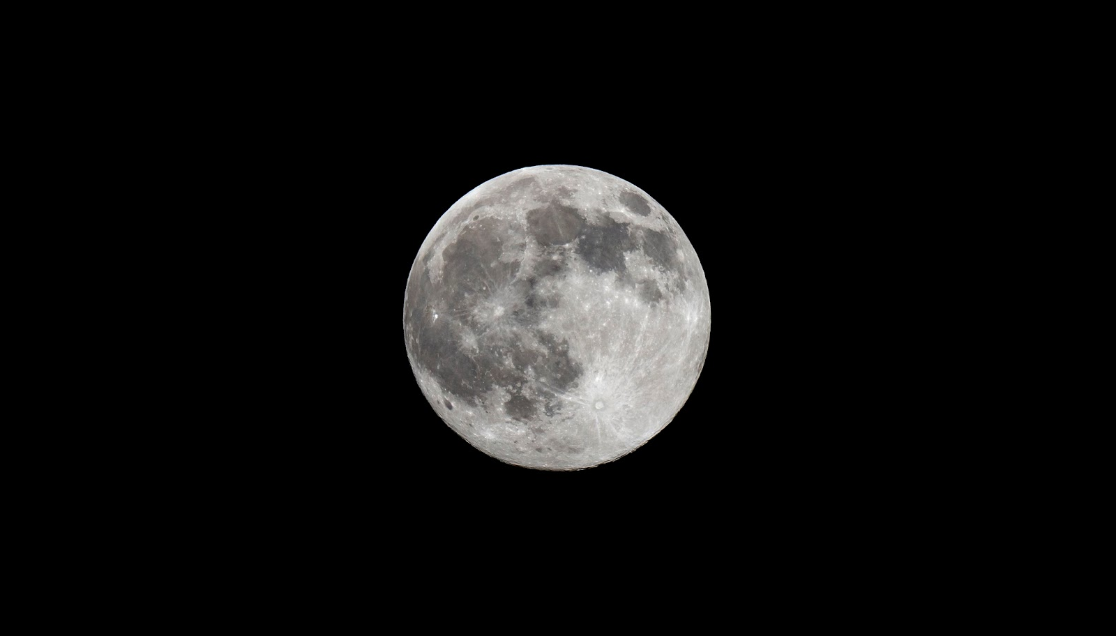 Picture of the moon taken with a DSLR Camera
