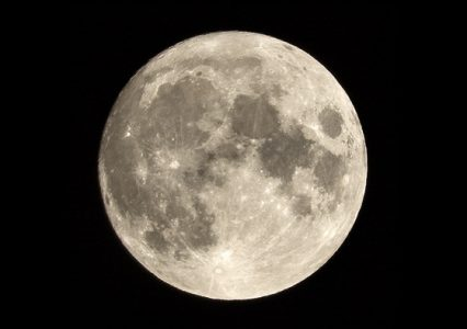 Camera settings for moon photography