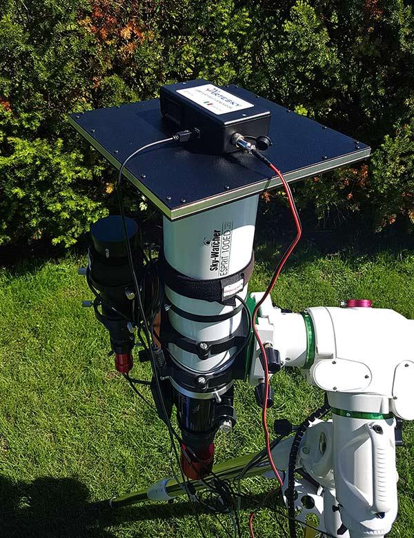 Artesky flat field generator