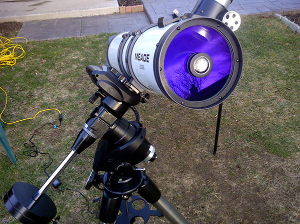 comparing a reflector to a refractor